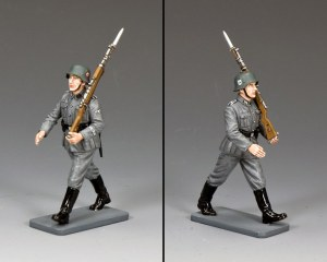 WS336 Marching Waffen SS Man w/Rifle