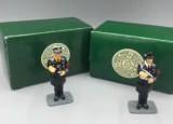 LAH007A-B OFFICERS SALUTING WITH HELMET AND CAP RETIRE