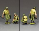 """VN073 """"Dismounted Armored Crew"""" 2 x figures"""